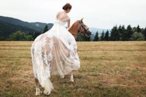 Nevěsta na koni